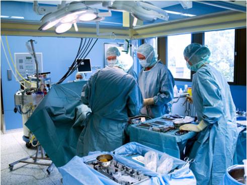 Bệnh nhân nên phẫu thuật chỉnh xương hàm kết hợp với niềng răng. (Ảnh minh hoạ)