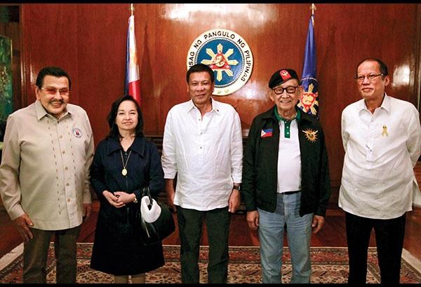 5 đời tổng thống Philippines họp bàn cách đàm phán với Trung Quốc. (Ảnh: PhilStar)