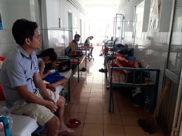 Bệnh nhân SXH tại bệnh viện Gia Lai đã quá tải. Ảnh Đình Văn.