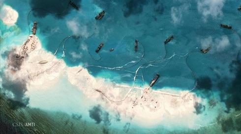 Hình ảnh Trung Quốc tiến hành bồi đắp, xây đảo trái phép ở Trường Sa của Việt Nam. Ảnh: CSIS