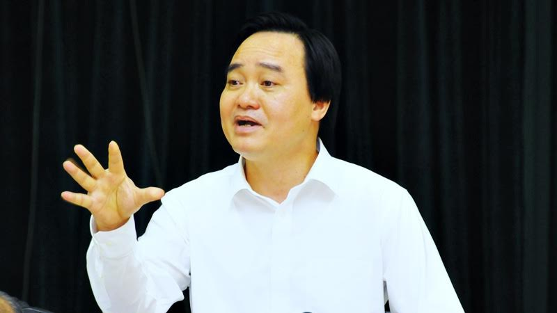 Bộ trưởng Phùng Xuân Nhạ phát biểu tại hội nghị sáng 6/8. Ảnh: Nguyễn Khang.