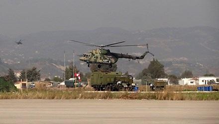 Không quân Nga hoạt động ở căn cứ không quân Hmeymim. Ảnh: AFP