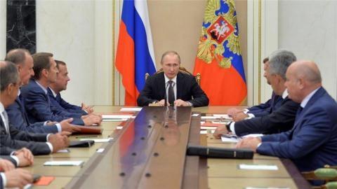 Tổng thống Nga quyết định gia tăng quân sự gần biên giới Ukraine, bán đảo Crimea. Ảnh: Reuters
