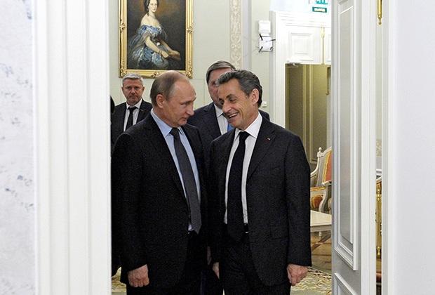Vladimir Putin và Nicolas Sarkozy trong một bữa ăn tối thân mật vào đêm trước khai mạc Diễn đàn Kinh tế Quốc tế tại St. Petersburg năm 2016. Ảnh: Mikhail Klimentyev / RIA Novosti