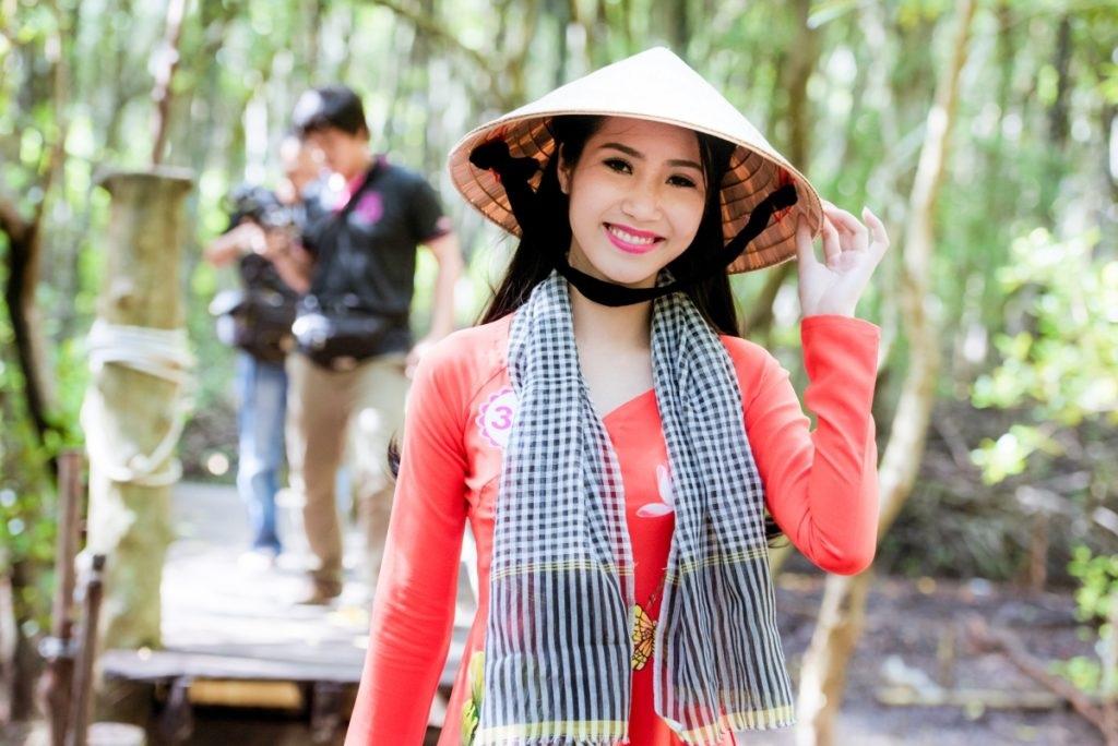 Thí sinh Hoa hậu Việt Nam 2016 gặp sự cố khi thăm đảo khỉ - 1