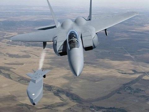 Máy bay chiến đấu F-15SE của Mỹ phóng thử tên lửa Taurus