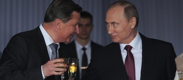 Ông Sergei Ivanov (trái) và Tổng thống Putin.