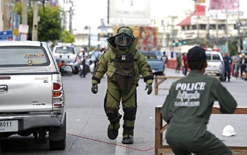 Lực lượng rà phá bom mìn Thái Lan làm việc tại Hua Hin sáng 12/8. (Ảnh: EPA)