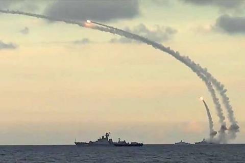 Phóng tên lửa hành trình Kalibr để tiêu diệt IS