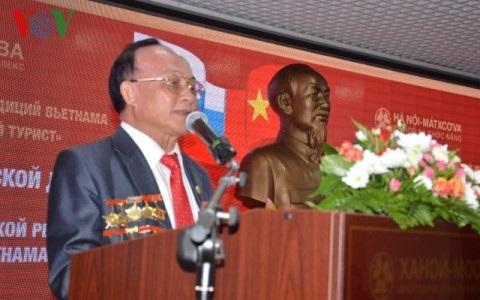 Ông Lê Xuân Niêm phát biểu tại buổi giao lưu.
