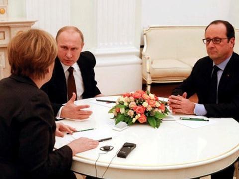 Lãnh đạo 3 nước Nga, Đức, Pháp trong một cuộc thảo luận.