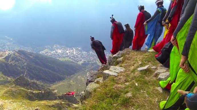 Trò chơi mạo hiểm nhảy từ núi Le Brévent cao 2.500m.
