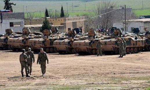 Xe tăng Thổ Nhĩ Kỳ tập trung tại biên giới với Syria.