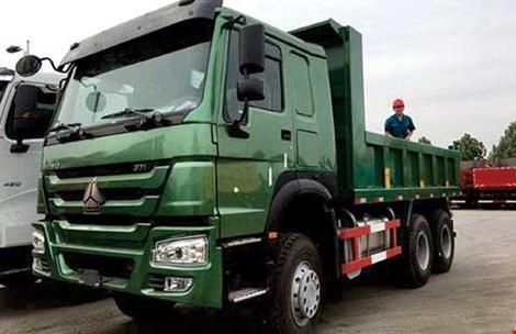 Việt Nam nhập nhiều xe đầu kéo, xe sơmi rơmoóc từ Trung Quốc. Ảnh: QH