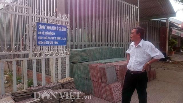 Ông Trần Khiêu bên công trình đứng tên bà T.H.L