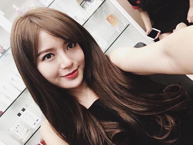 Hot girl Tú Linh (sinh năm 1991) là cựu sinh viên lớp Pháp 2, khoa Kinh tế đối ngoại, trường ĐH Ngoại thương Hà Nội.