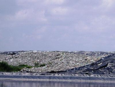 Bãi rác Đa Phước là ổ ô nhiễm của TPHCM. (Ảnh: Hoài Lương)