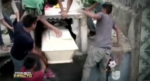 Phá mộ cứu thiếu nữ còn sống trong quan tài - 1