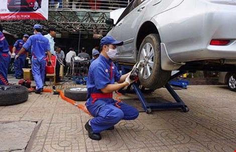 Ngành công nghiệp ô tô của Việt Nam vẫn còn èo uột. Trong ảnh: Lắp ráp phụ tùng ô tô. Ảnh: QH