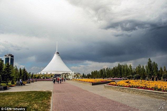 Đám mây có hình giống mắt người trên bầu trời ở thủ đô Astana, Kazakhstan.