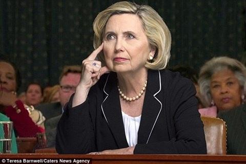 Bà Barnwell có ngoại hình rất giống bà Hillary Clinton