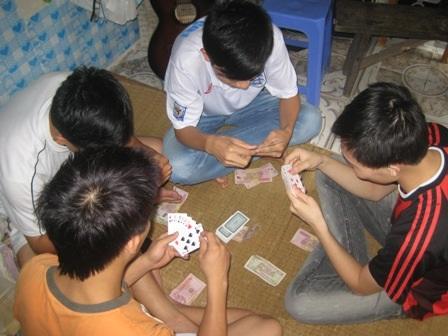 Sinh viên nếu không tỉnh táo, giữ mình, rất dễ vướng vòng xoáy cờ bạc, lô đề...