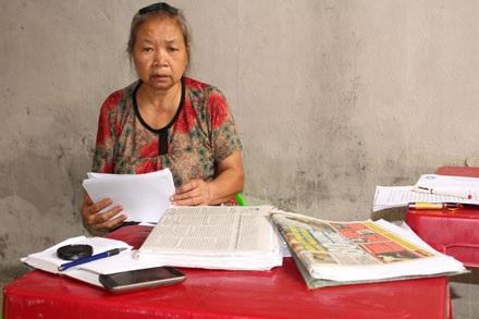 Bà Hà Thị Thuý Liên - mẹ chồng của chị Vịnh - trao đổi với phóng viên.
