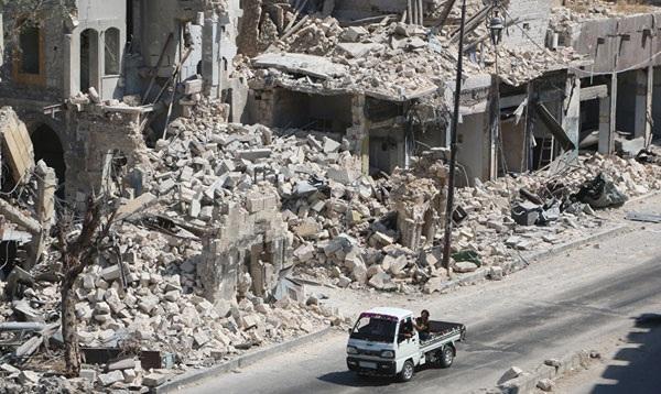 Aleppo hoang tàn sau các vụ không kích hôm 17-9. Ảnh: Sputnik.
