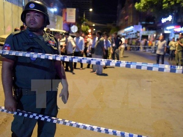 Cảnh sát phong tỏa khu vực xảy ra vụ nổ ở Phnom Penh tối 6/9. (Nguồn: AFP/TTXVN)