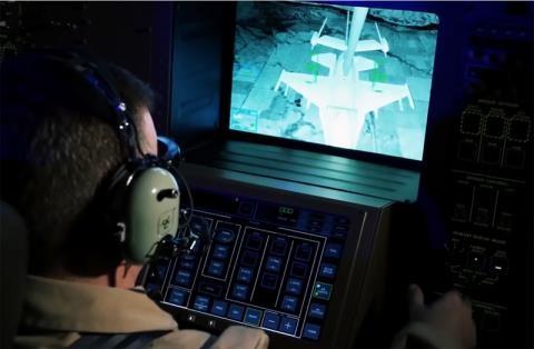 Bên trong khoang điều khiển của KC-46A.