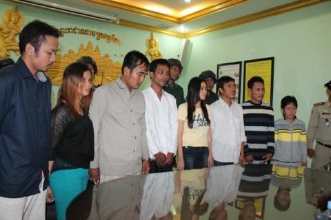 8 nghi phạm trong vụ tấn công lựu đạn trên đường phố Phnom Penh. Ảnh: Khmer Times