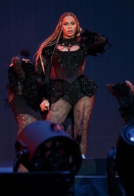 Beyoncé khoe vẻ đẹp nóng bỏng trên sân khấu