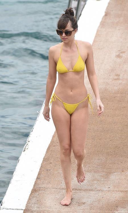 Dakota Johnson tự tin khoe thân hình sexy