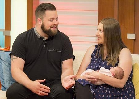 Jessica cùng chồng được mời phỏng vấn nhờ thời gian sinh con ngoạn mục