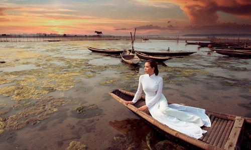 Thu Hoài từng chia sẻ rằng, Việt Nam có rất nhiều nơi có thắng cảnh đẹp và chị luôn mong muốn được đặt chân tới và khám phá những vùng đất ấy cũng như qua những hình ảnh của mình để giới thiệu những cảnh đẹp của Việt Nam tới tất cả mọi người.
