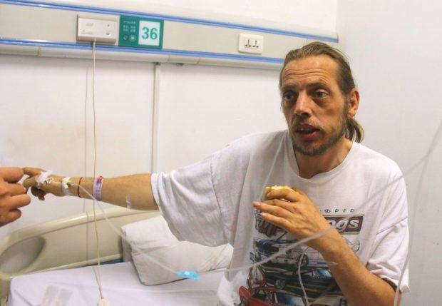 Người đàn ông si tình phải nhập viện vì kiệt sức sau 10 ngày mòn mỏi chờ đợi người tình... qua mạng