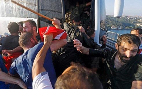 Cuộc đảo chính bất thành ngày 15/7 đang gây ra những hệ lụy xấu đối với Thổ Nhĩ Kỳ. (Ảnh: Reuters)
