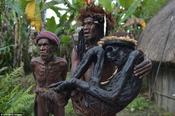 Việc ướp xác bằng khói không còn nữa, nhưng bộ tộc Dani vẫn duy trì kỹ thuật này với một số xác ướp như một biểu tượng của sự tôn trọng cao nhất mà họ dành cho tổ tiên mình