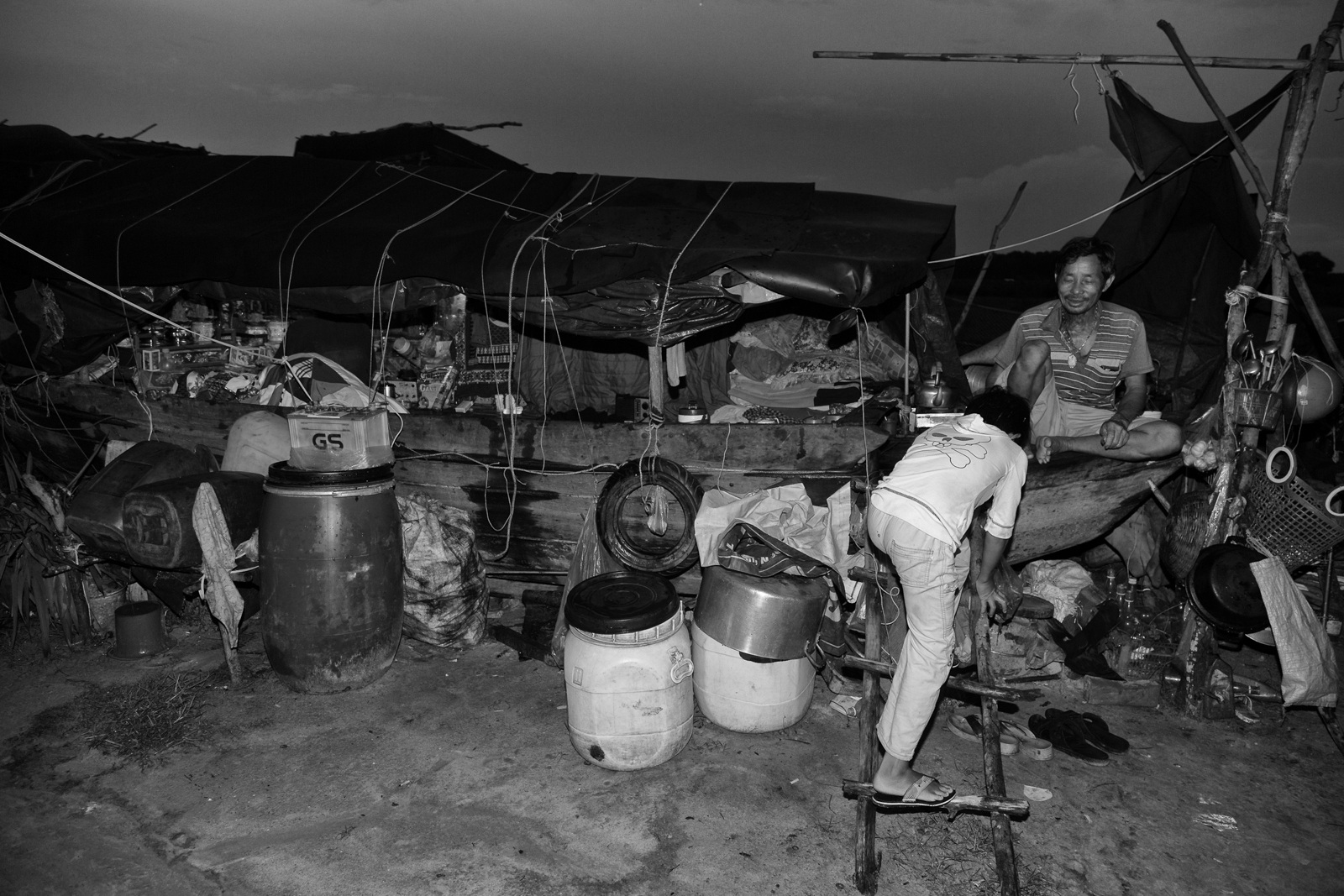 Ông Hai Mệnh khẳng định chiếc ghe của mình sẽ cắm mãi trên đất liền Việt Nam