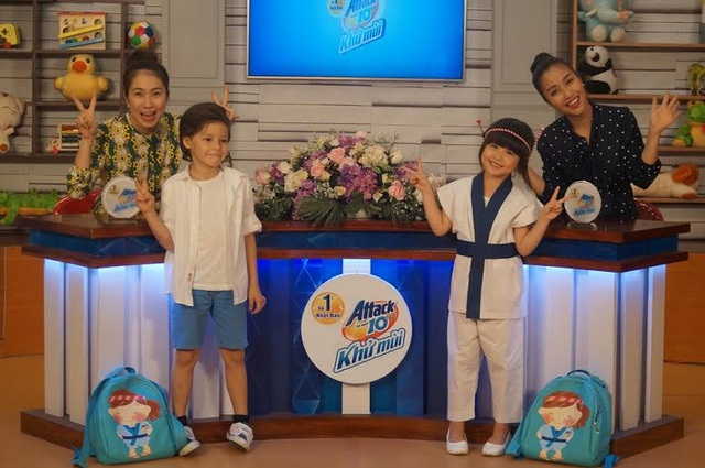 """Đôi bạn thân Taiko-chan và Khánh-chan tham gia tập đầu tiên của chương trình """"Con Đã Lớn Khôn"""" 2016."""