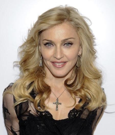 """Nghe có vẻ khó tin nhưng """"nữ hoàng nhạc pop"""" Madonna hiện cũng đang sở hữu cho riêng mình một lượng anti-fan vô cùng đông đảo. Những năm qua, Madonna không hề cho ra mắt sản phẩm âm nhạc nào thực sự ấn tượng mà chỉ xuất hiện trên các mặt báo vì những lùm xùm với chồng cũ Guy Richie và việc đi hẹn hò với các vũ công nam đáng tuổi con trai mình."""