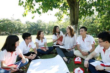 Giảng viên và sinh viên IBD đồng hành trong những hoạt động ngoại khóa đầy hứng khởi