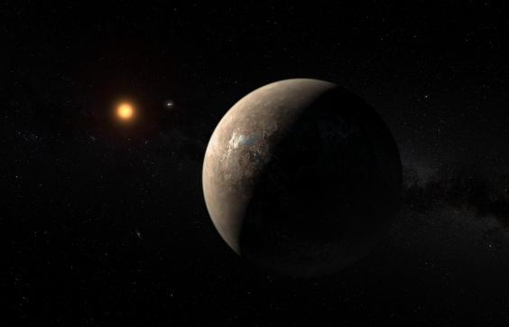 Đây là hình ảnh mô tả của các nhà khoa học về hành tinh Proxima b, quay xung quanh ngôi sao lùn đỏ Proxima Centauri – ngôi sao nằm gần hệ mặt trời nhất. Ngôi sao đôi Alpha Centauri AB xuất hiện trong bức hình này ở vị trí giữa Proxima b và ngôi sao chủ. (Ảnh: ESO/M. Kornmesser)