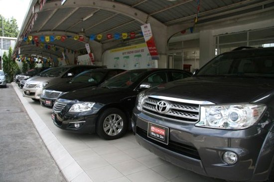 Giá ô tô mới giảm mạnh khiến nhiều khách hàng không có ý định mua xe cũ, chuyển sang mua xe mới.