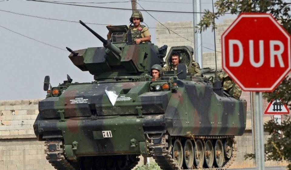 Quân đội Thổ Nhĩ Kỳ tiến vào biên giới Syria, ngày 24/8. (Nguồn: Afr)
