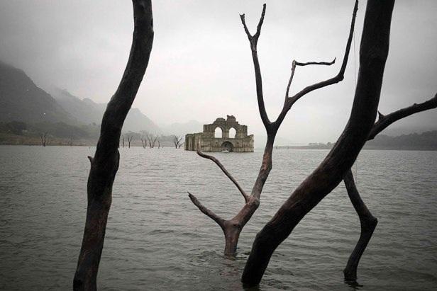 Phát hiện nhà thờ cổ dưới đáy hồ ở Mexico - 1