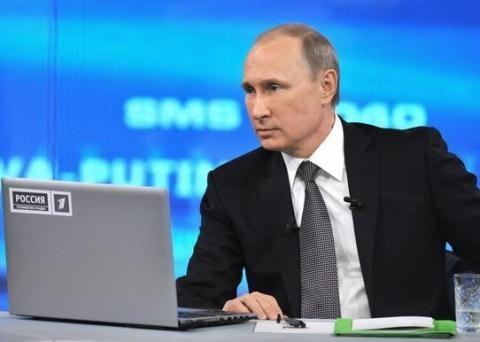 Ông Putin bỏ ngỏ khả năng tiếp tục làm Tổng thống nhiệm kỳ 3 trong chương trình đối thoại với người dân. Ảnh: Sputnik
