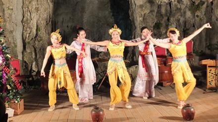 Biến vịnh Hạ Long thành phòng tiệc: Di sản bị đặt sau lợi ích doanh nghiệp? - 1