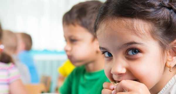 Trẻ có chế độ ăn lành mạnh phát triển kỹ năng đọc tốt hơn - 1