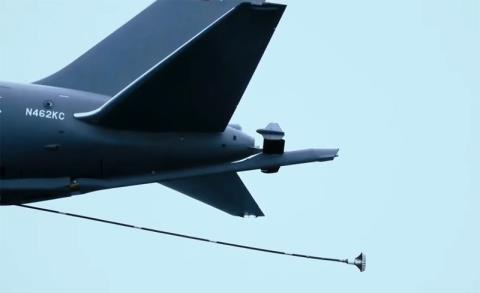 Thiết kế đặc biệt của KC-46A là máy bay này vừa được trang bị ống tiếp dầu cứng và mềm.